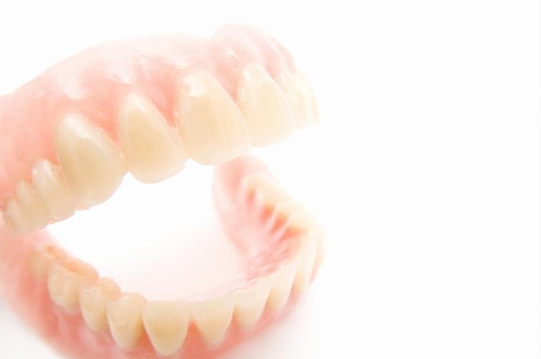 保険の入れ歯・自費の入れ歯